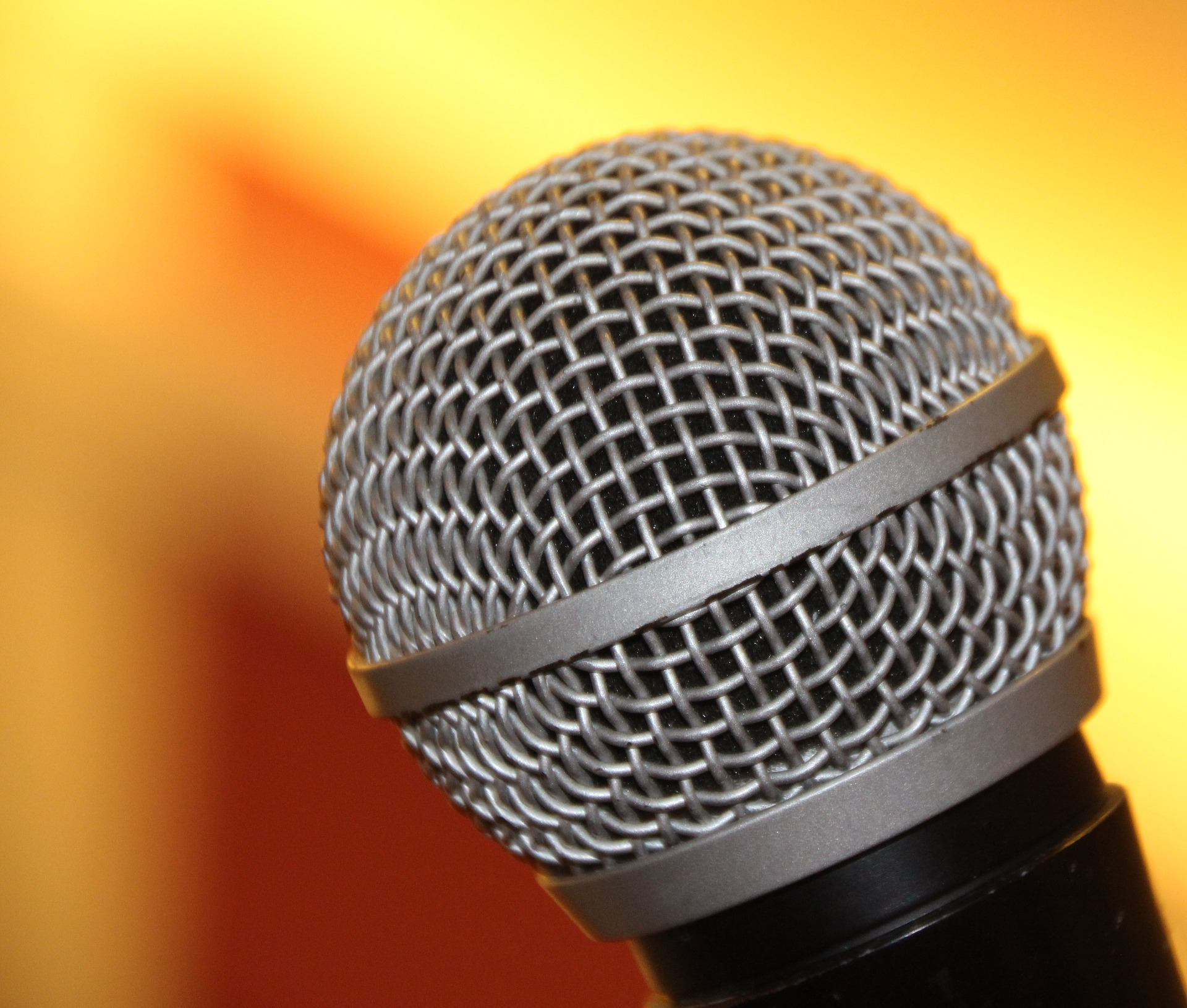 microphone-1687639_1920